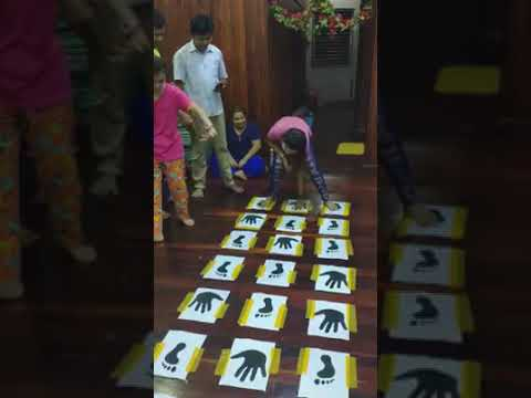 Paper hand and foot games trending